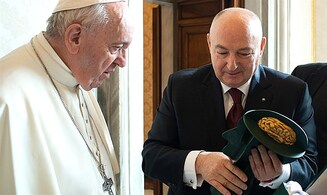 EJC President bestows Golden Vision award on Pope Francis